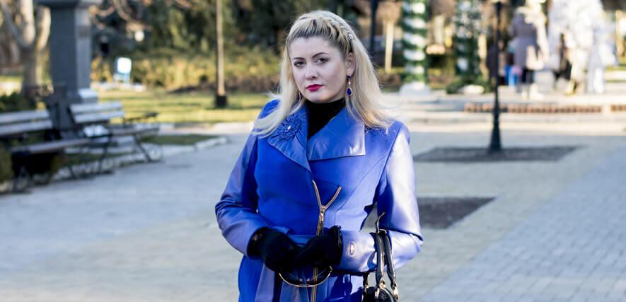 Russische Frau auf Straße